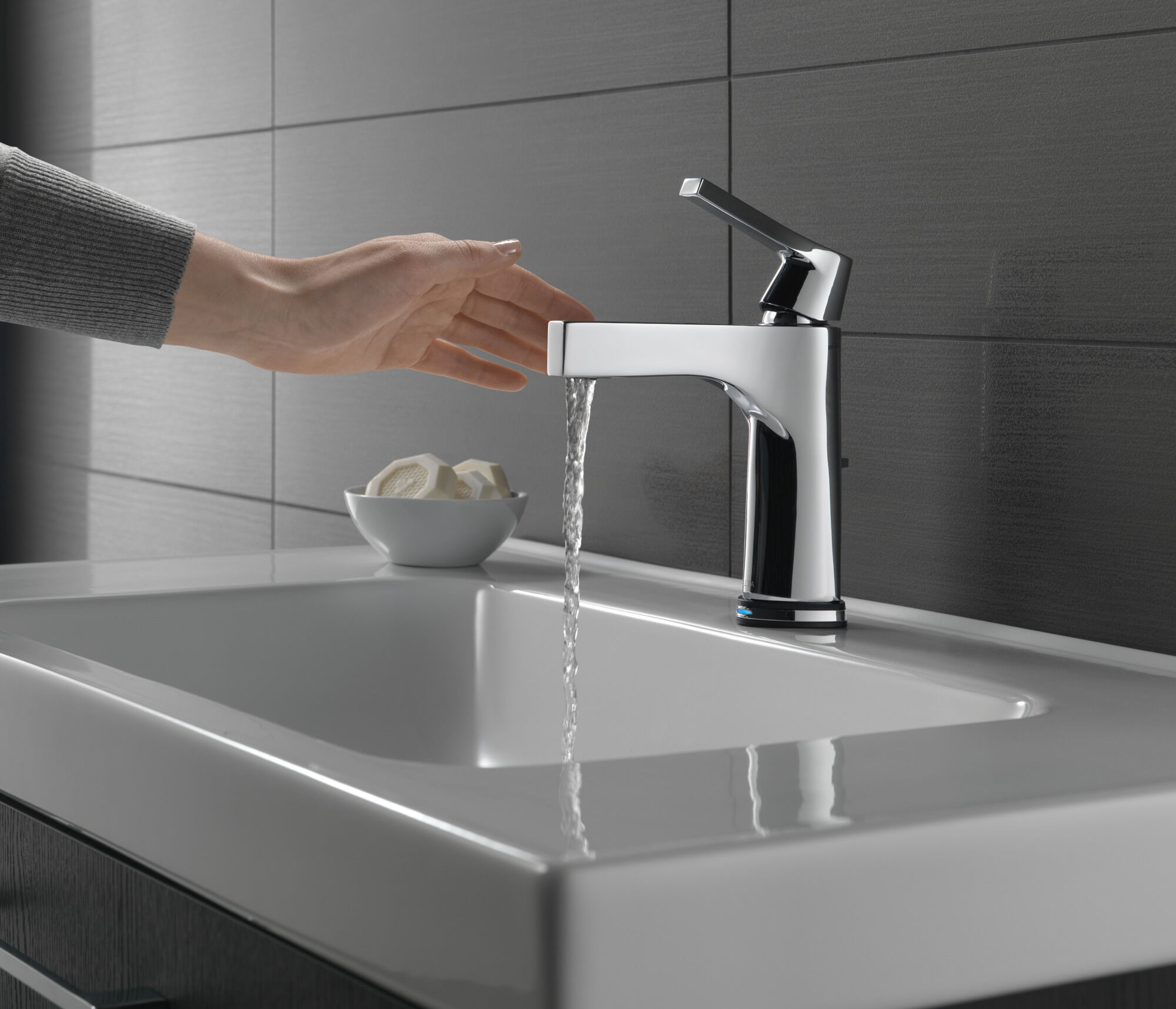 single handle bathroom faucet with touch2o xt technology