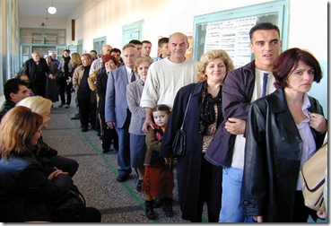 people-in-line-at-usps