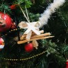 Sapin en bois flotté. Petit sapin décoratif à suspendre. Décoration de Noël, originale et naturelle. Création artisanale Française by Deluxe Créations