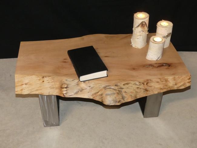 table basse en bois massif et acier