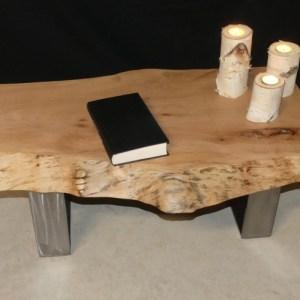 Table esprit loft. Table en bois massif et acier. Mobilier de type industriel by Deluxe Créations
