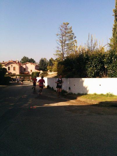Le trail fait une boucle autour du village de Chasselay