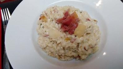 Risotto aux poires, gorgonzola et jambon cru.