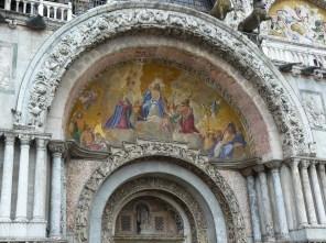 L'entrée de la basilique saint-Marc.