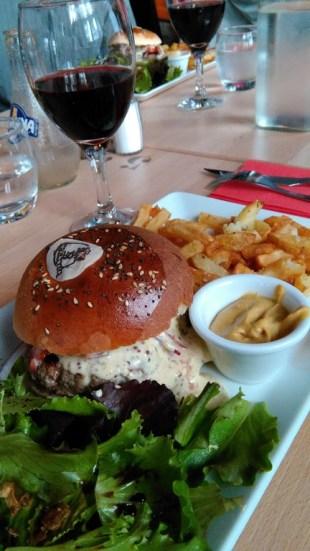 Le burger pour Monsieur, la salade pour Madame ? Ou pas.