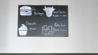 Burger and Wine propose des burgers avec de la viande de qualité.