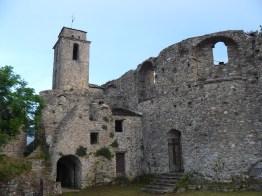 L'église a été détruite pas un séisme.