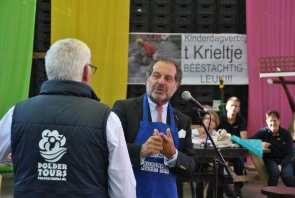 'Burgemeester Jaap Nawijn opende in 2015 de Boerenversmarkt' - Foto: Boerenversmarkt