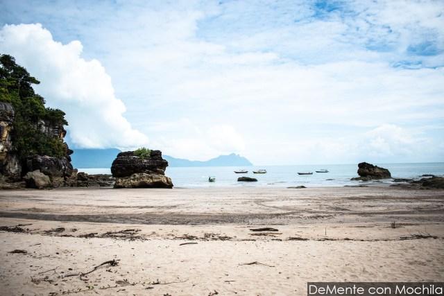 Playa sendero Paku