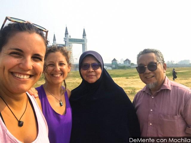 con el matrimonio de veteranos musulmanes