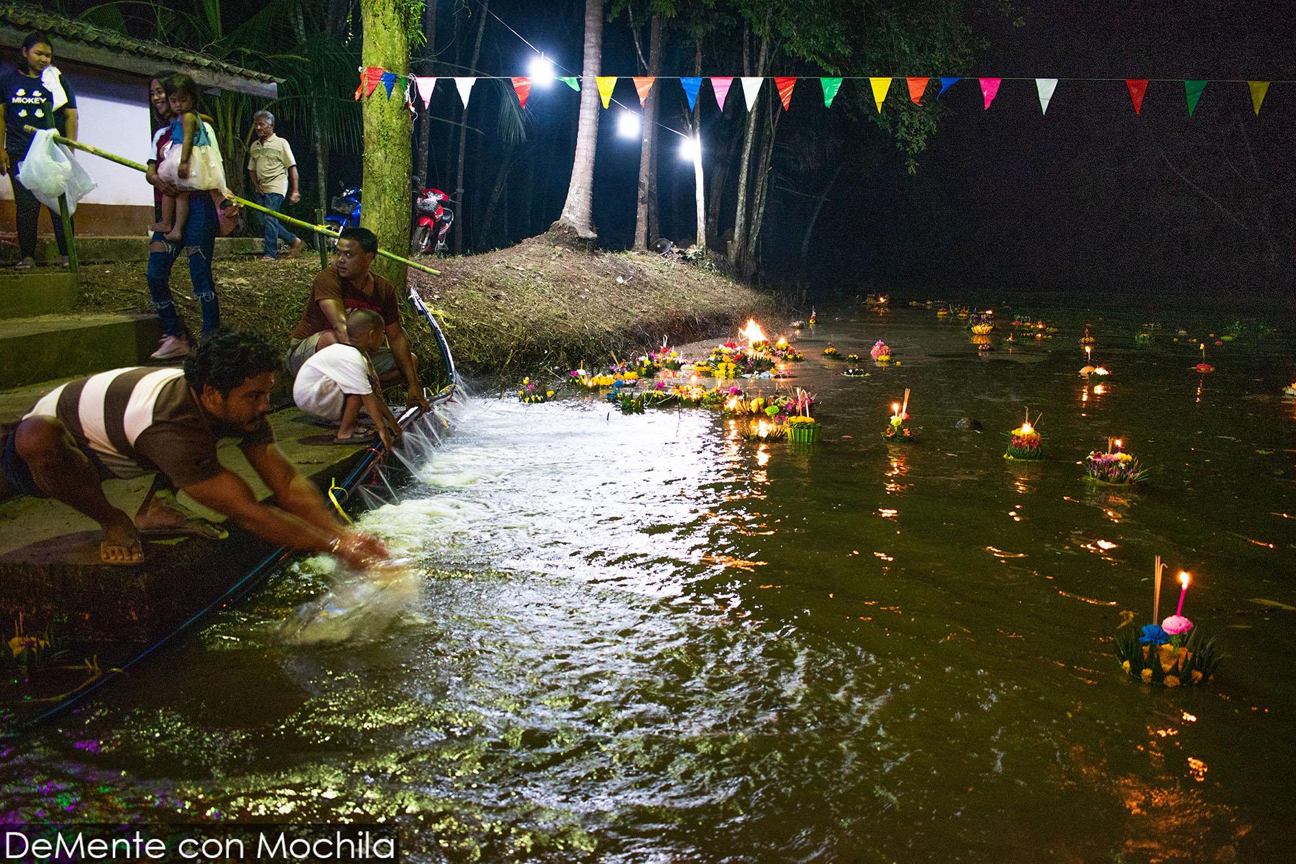 krathongs en el rio