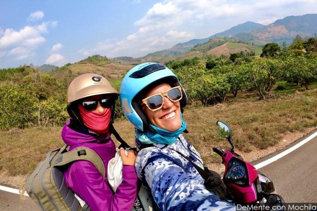 con mer empezando el viaje en moto por el norte de tailandia