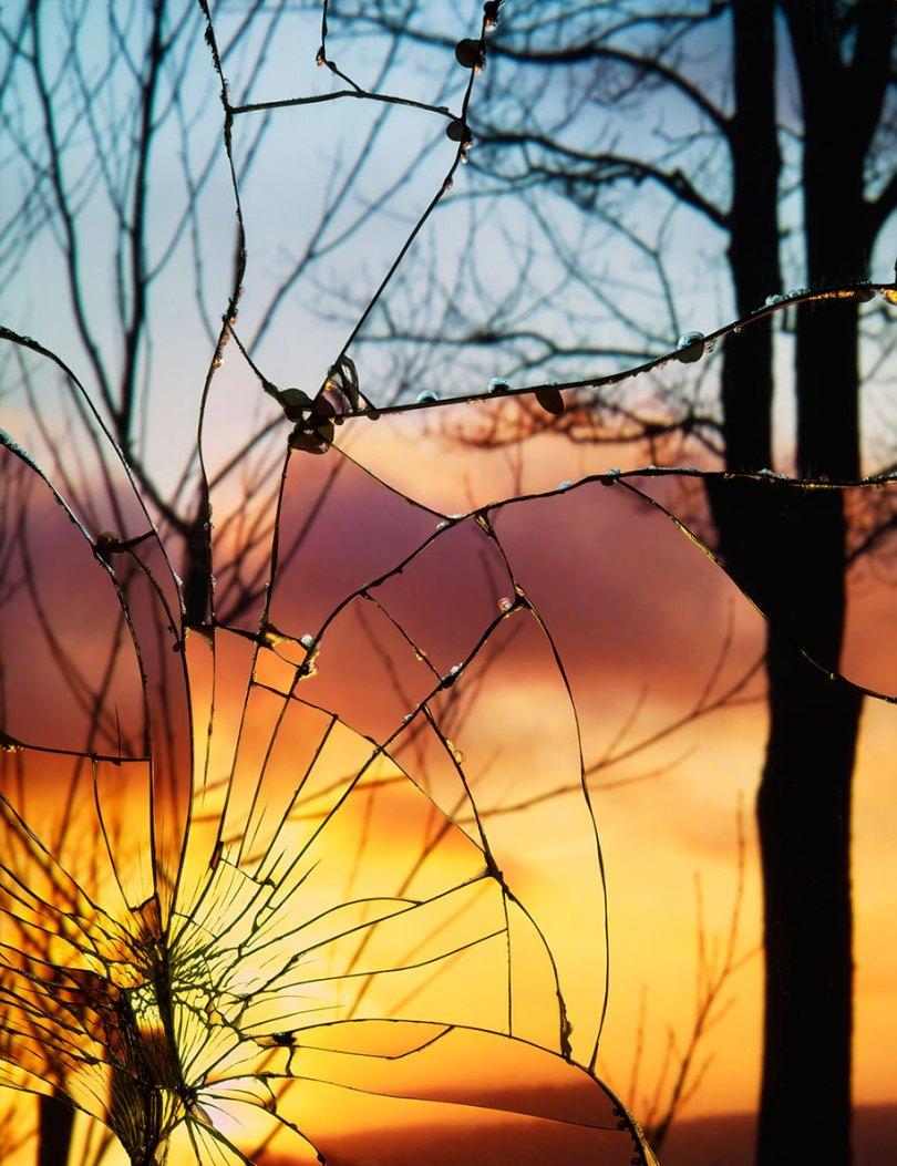 broken mirror evening sky photography bing wright 13 - Pôr-do-sol visto através de espelhos quebrados