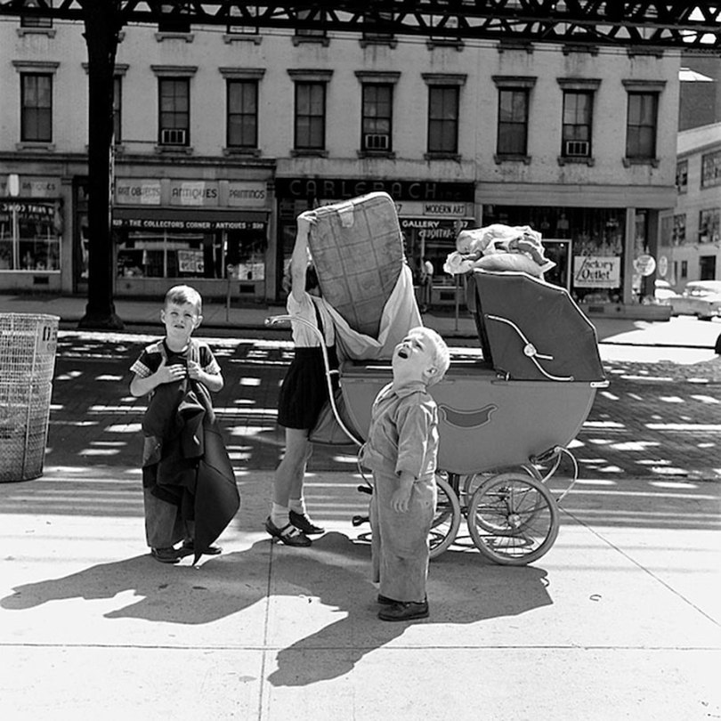 new york chicago street photography vivian maier 11 - Fotos perdidas de Vivian Maier do dia a dia americano nas décadas de 50 e 60