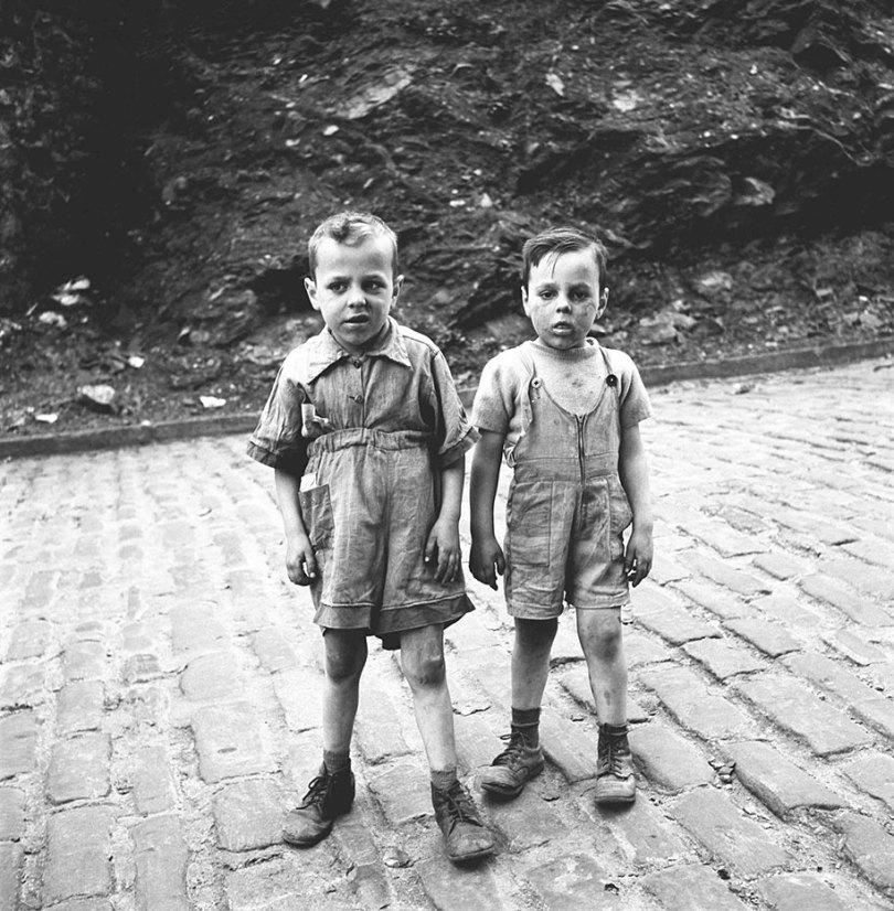 new york chicago street photography vivian maier 2 - Fotos perdidas de Vivian Maier do dia a dia americano nas décadas de 50 e 60