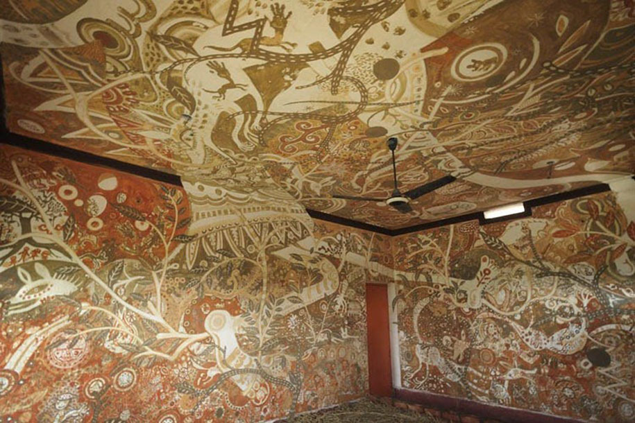 Extraordinary Mud Paintings Decorate An Entire Classroom