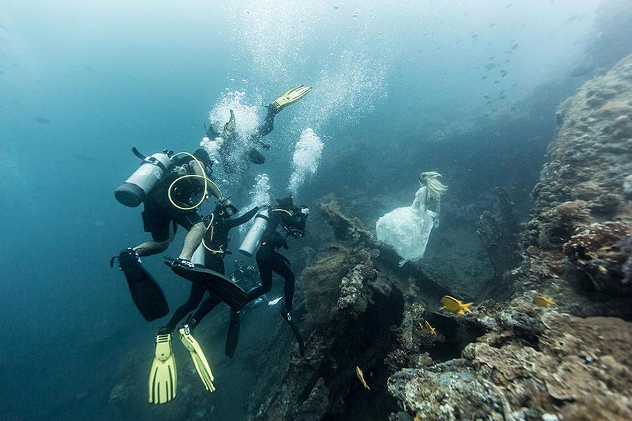 underwater-photography-shipwreck-bali-benjamin-von-wong-2