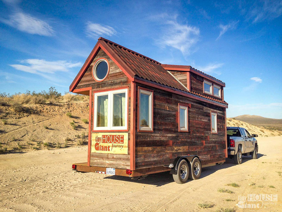 couple-travel-tiny-house-giant-journey-guillaume-dutilha-jenna-spesard-5