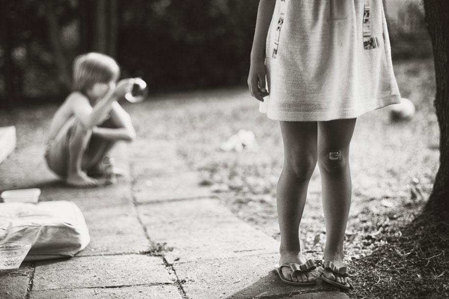 idyllic-summers-village-children-play-summertime-izabela-urbaniak-23