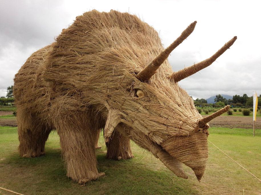 dinosaur-straw-sculptures-wara-art-festival-2015-niigata-japan-21
