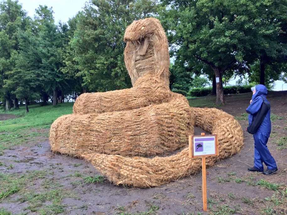 dinosaur-straw-sculptures-wara-art-festival-2015-niigata-japan-668