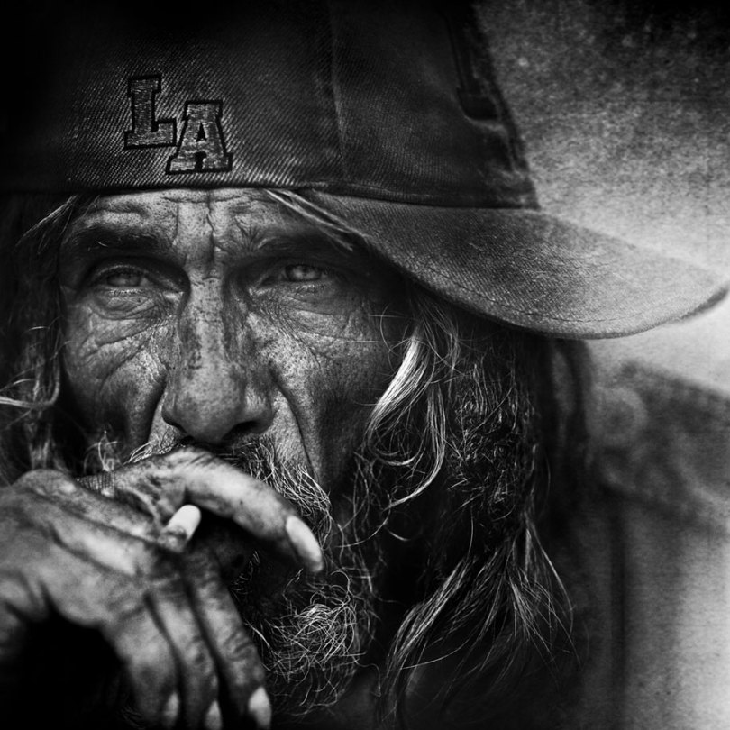 black white homeless portraits lee jeffries 1 - Projeto fotográfico de pessoas que vivem nas ruas