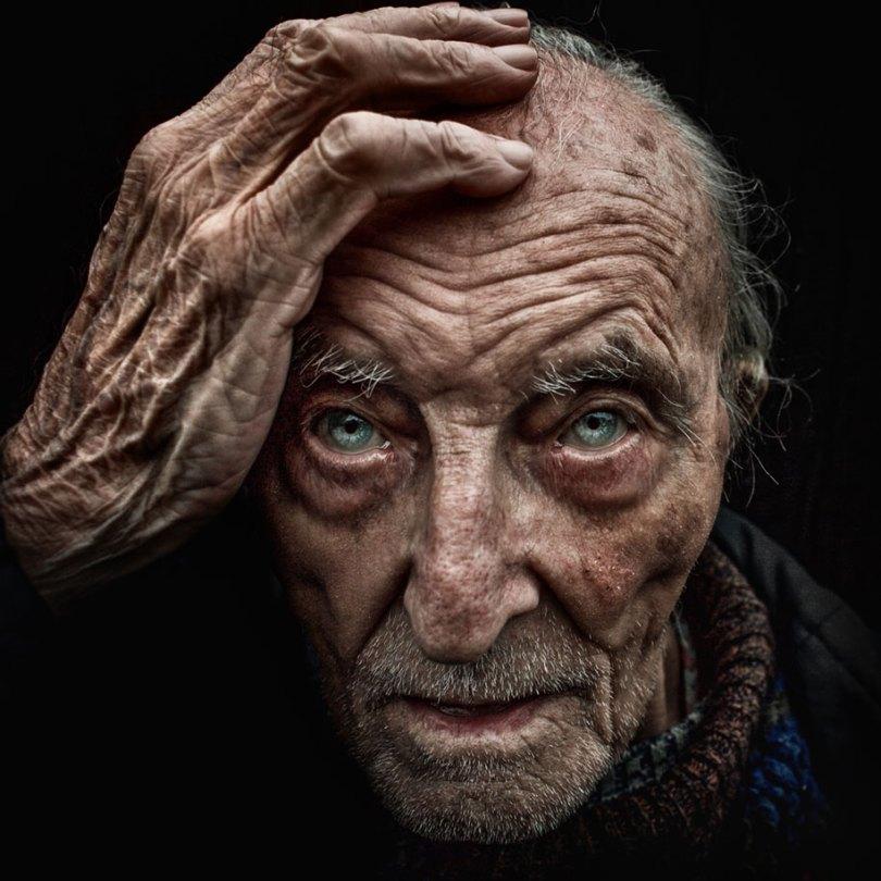 black white homeless portraits lee jeffries 12 - Projeto fotográfico de pessoas que vivem nas ruas