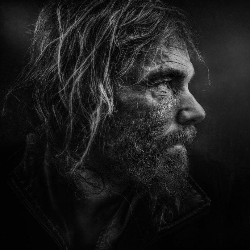 black white homeless portraits lee jeffries 13 - Projeto fotográfico de pessoas que vivem nas ruas
