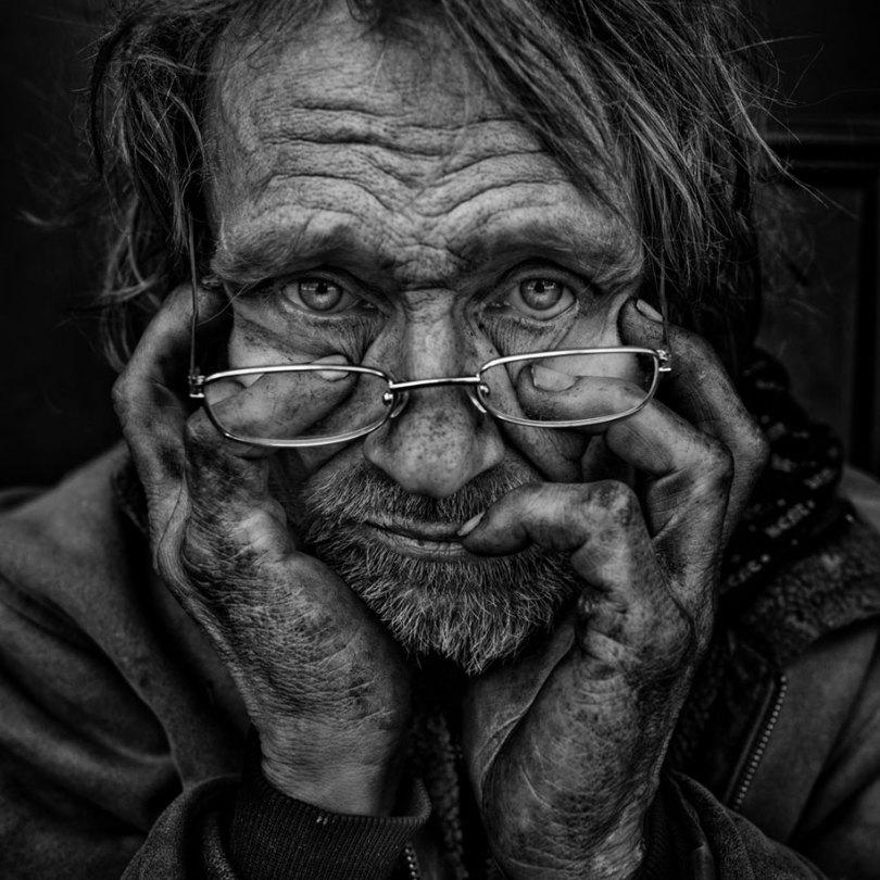 black white homeless portraits lee jeffries 7 - Projeto fotográfico de pessoas que vivem nas ruas