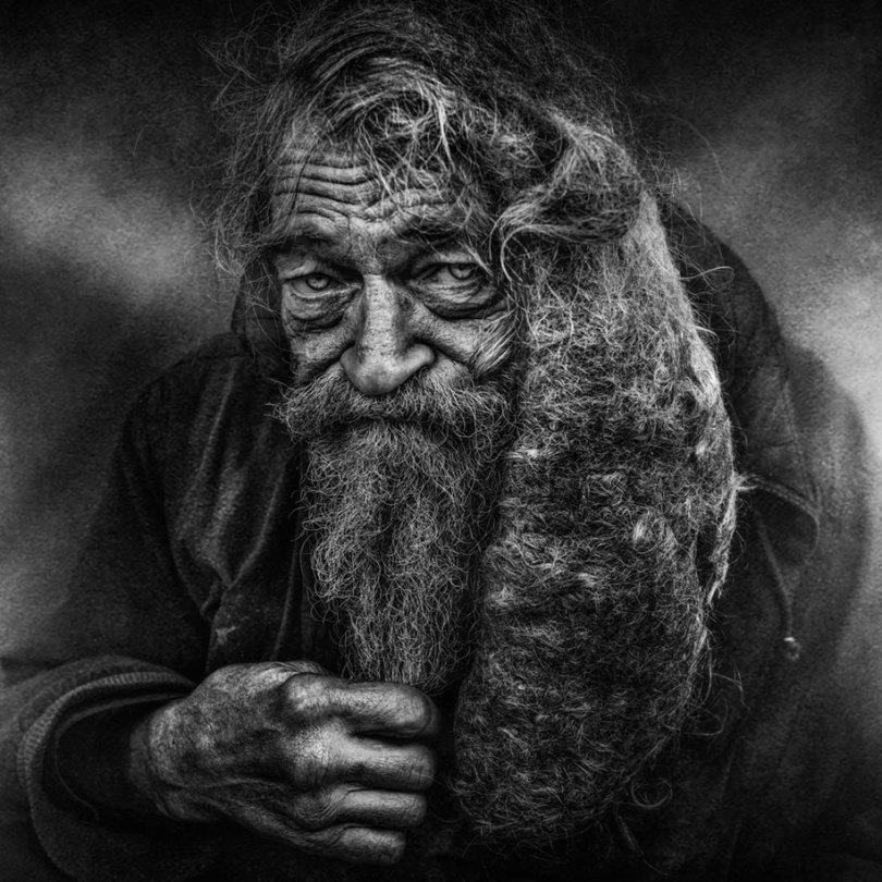 black white homeless portraits lee jeffries 9 - Projeto fotográfico de pessoas que vivem nas ruas