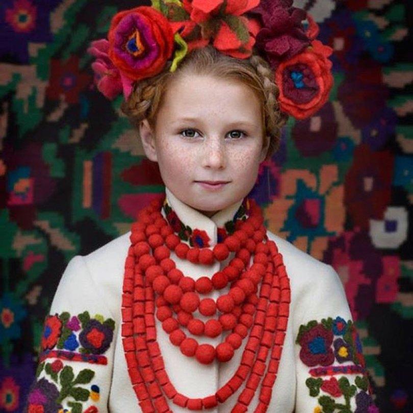 traditional ukrainian flower crowns treti pivni 1 - Mulheres e as coroas florais tradicionais de seu país