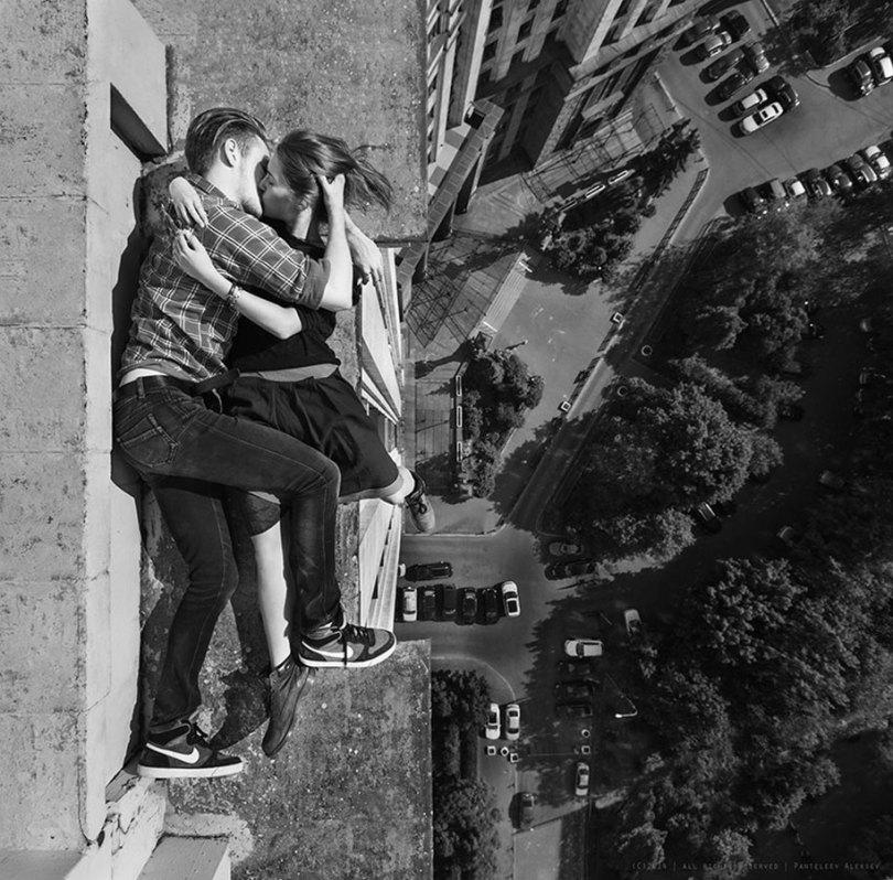 """risky dangerous selfies russia angela nikolau 30 - """"Eu rio na cara do perigo"""" Menina russa faz as selfies mais imprudentes"""