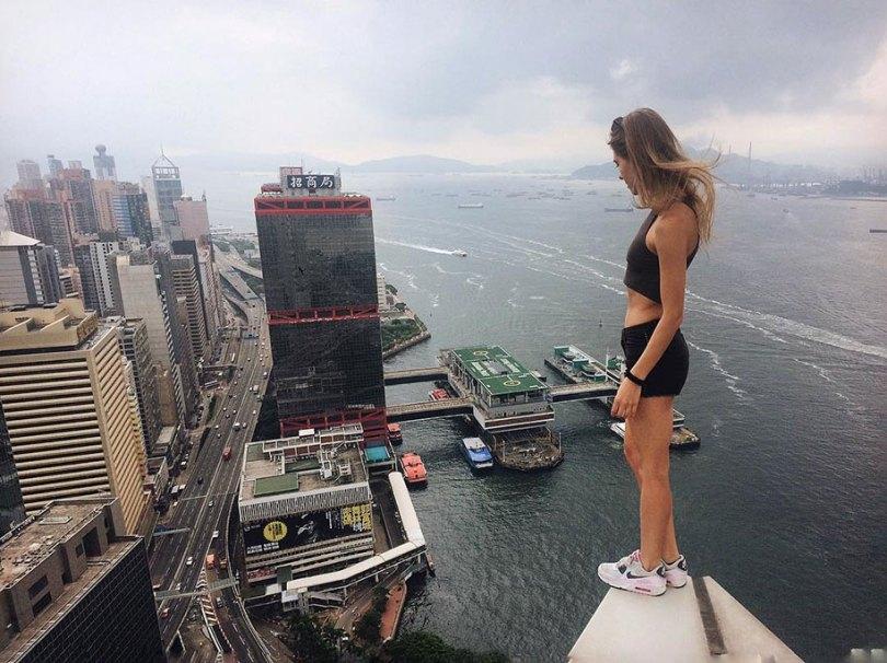 """risky dangerous selfies russia angela nikolau 4 - """"Eu rio na cara do perigo"""" Menina russa faz as selfies mais imprudentes"""