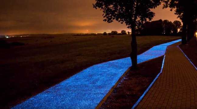 blue-glowing-bike-lane-tpa-instytut-badan-technicznych-poland-4 Polish Reinvent The Road Which Now Glows And Recharges From The Sun Technology