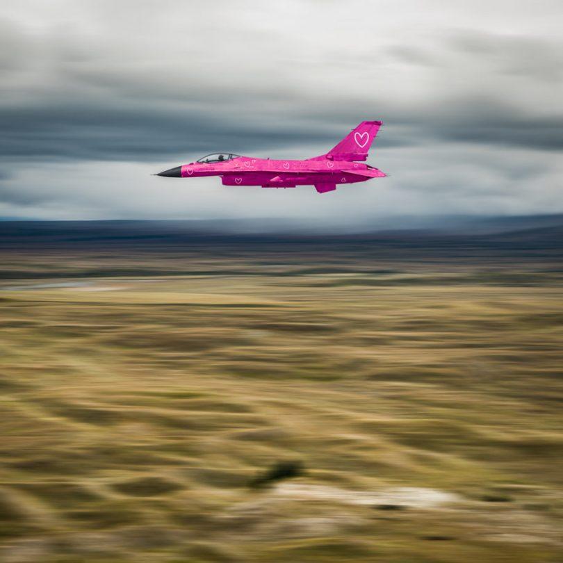 lover jet 915x915 - Imagens editadas no Photoshop de forma irônica