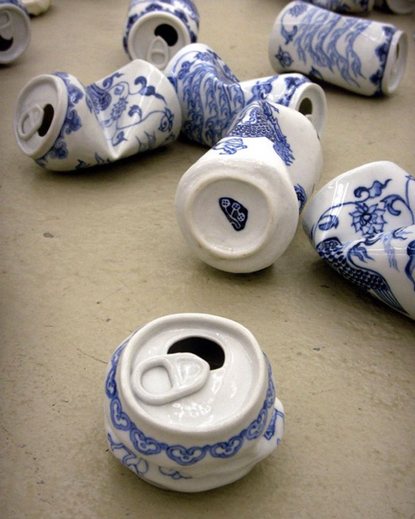 porcelain cans sculptures drinking tea lei xue 7 - Latas de refrigerante esmagadas feitas de porcelana
