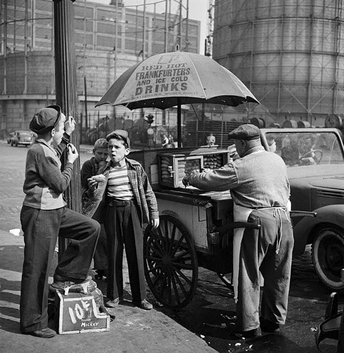 59ad1116d75a0 vintage photographs new york street life stanley kubrick 10 59a91cfe990ab  700 - Fotos de Stanley Kubrick com 17 anos revela que ele sempre foi um gênio