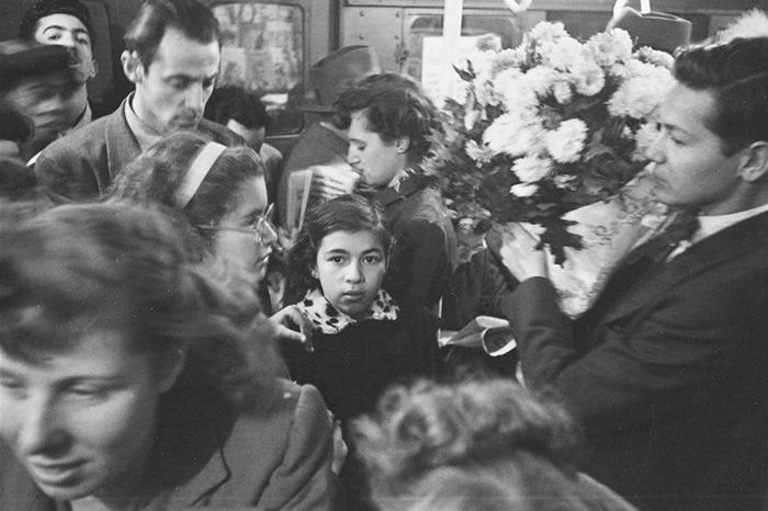 59ad11175b99f vintage photographs new york street life stanley kubrick 46 59a91ceda9091  700 - Fotos de Stanley Kubrick com 17 anos revela que ele sempre foi um gênio
