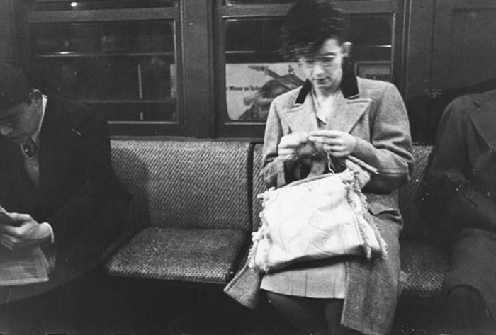 59ad111b36b2f vintage photographs new york street life stanley kubrick 20 59a91d140a56b  700 - Fotos de Stanley Kubrick com 17 anos revela que ele sempre foi um gênio
