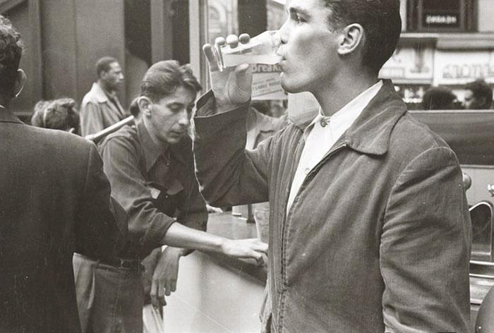 59ad111c341a4 MNY291416 59a942eceb100  700 - Fotos de Stanley Kubrick com 17 anos revela que ele sempre foi um gênio