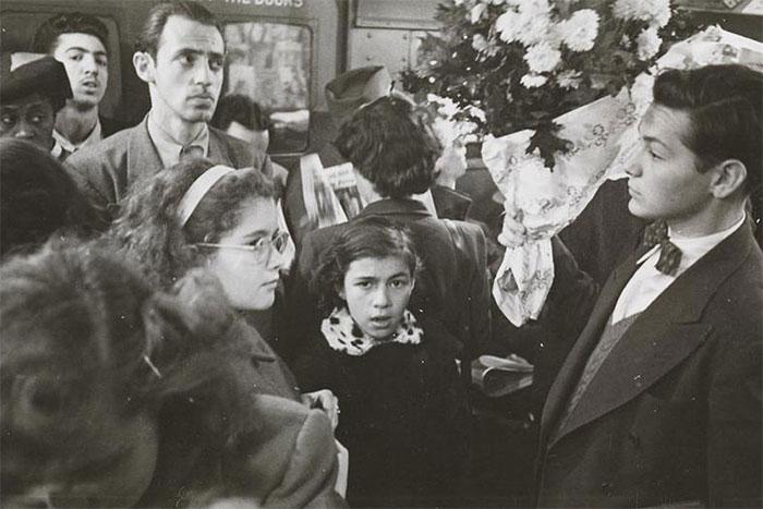 59ad111d63e32 vintage photographs new york street life stanley kubrick 11 59a94fe6bd3e0  700 - Fotos de Stanley Kubrick com 17 anos revela que ele sempre foi um gênio