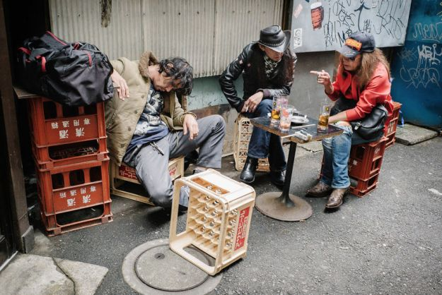 59c238900004b-drunk-japanese-photography-lee-chapman-1-59c0c53ad57d8__880 10+ Uncensored Photos Of Drunks In Japan Show The Nasty Side Of Alcohol Photography Random