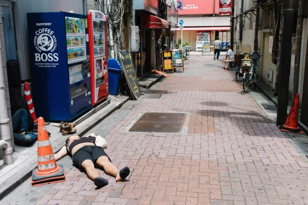 59c238907f026-drunk-japanese-photography-lee-chapman-14-59c0c52013212__880 10+ Uncensored Photos Of Drunks In Japan Show The Nasty Side Of Alcohol Photography Random
