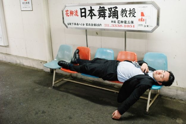 59c23890d727b-drunk-japanese-photography-lee-chapman-17-59c0c5260b531__880 10+ Uncensored Photos Of Drunks In Japan Show The Nasty Side Of Alcohol Photography Random