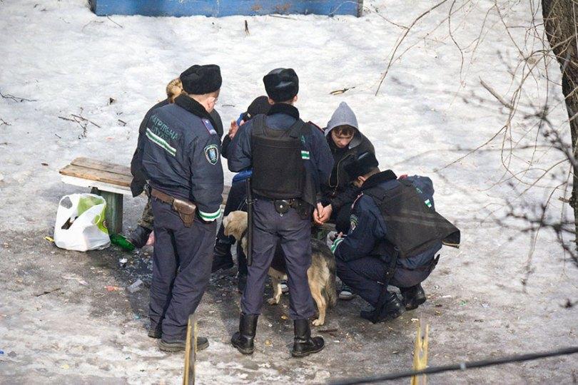 5a6edf4f4e7ca life on park bench photo series kiev ukraine yevhen kotenko 10 5a6adda167c23  880 - Na mesma praça, no mesmo banco! Veja que inusitado...