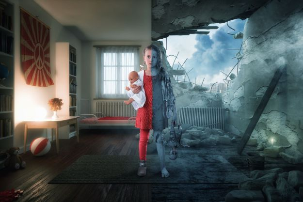 5a8ae4e4b0e2b-My-profession-is-IT-but-my-passion-is-photography-and-3D-5a85365716805__880 Artist Makes Crazy Photo Manipulations With His Three Daughters And Son, And Here Are The Results Photography Random