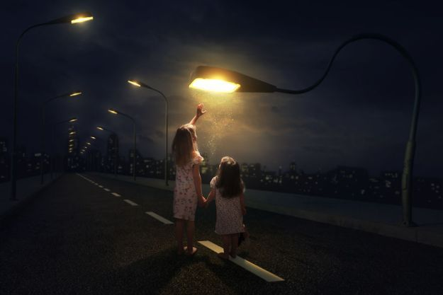 5a8ae4e601f6c-My-profession-is-IT-but-my-passion-is-photography-and-3D-5a8536aabea0f__880 Artist Makes Crazy Photo Manipulations With His Three Daughters And Son, And Here Are The Results Photography Random