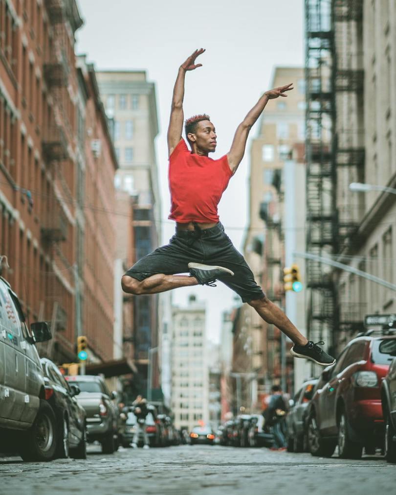 omarzrobles 12724813 879811205450865 1214080997 n 2 - Dançarinos de balé praticam seus movimentos nas ruas para foto