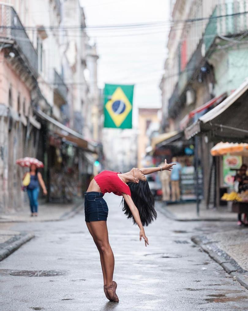omarzrobles 27576338 2016502971949278 6224693967494053888 n - Dançarinos de balé praticam seus movimentos nas ruas para foto