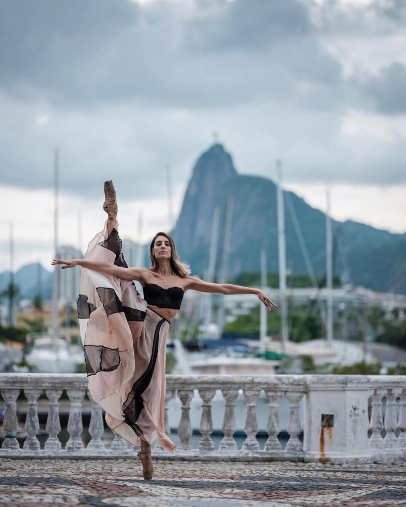 omarzrobles 27894449 418412858592882 8071448137186672640 n - Dançarinos de balé praticam seus movimentos nas ruas para foto